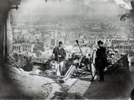 पेरिस कम्यून के दौरान मोमार्ट पर तोपखाना